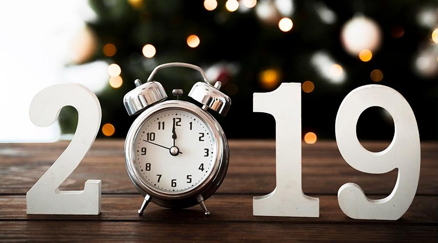 2019-clock-holiday-social