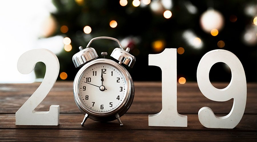 2019-clock-holiday-social