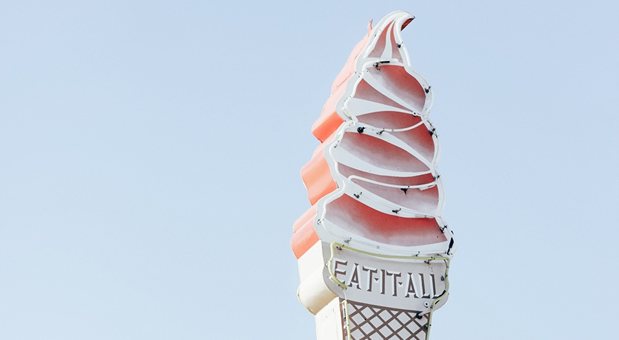 Sign in the shape of an ice cream cone