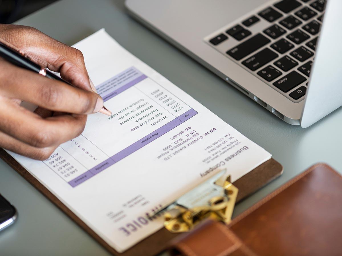 invoice-laptop-desk-social