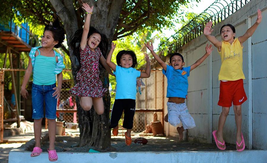 onet-pwp-children-jumping-900x550